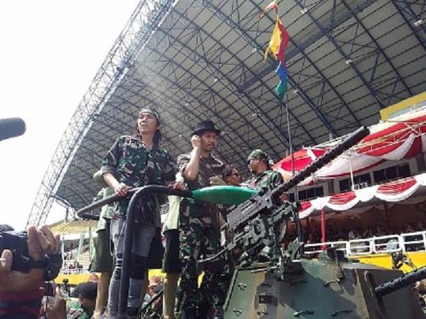 Grup band slank turut memeriahkan puncak HUT Kodam II/Sriwijaya di Stadion Gelora Sriwijaya Jakabaring Palembang, Sabtu, (9/1)