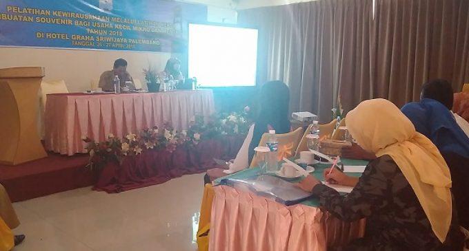 Disperindagkop Palembang Beri Pelatihan Pengembangan Souvenir Bertemakan Songket