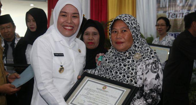 Dewi Hartati : 16 Tahun  Guru Honorer Masih Harapkan Diangkat PNS