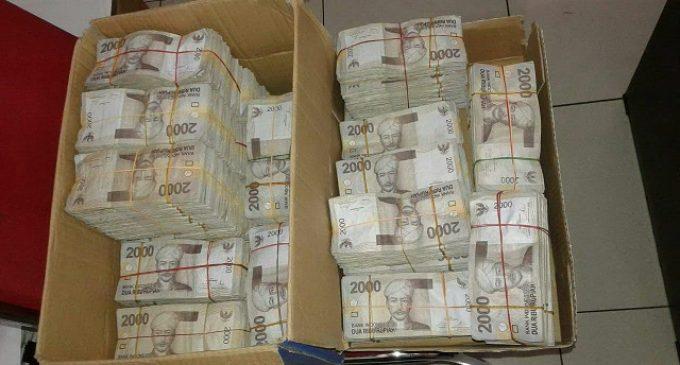 Ahok Beli Tunai  BeAT eSP CBS Plus Dengan Uang Pecahan Rp 2.000