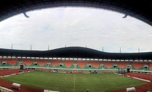 Riedl Keluhkan Kualitas Lapangan Stadion Pakansari