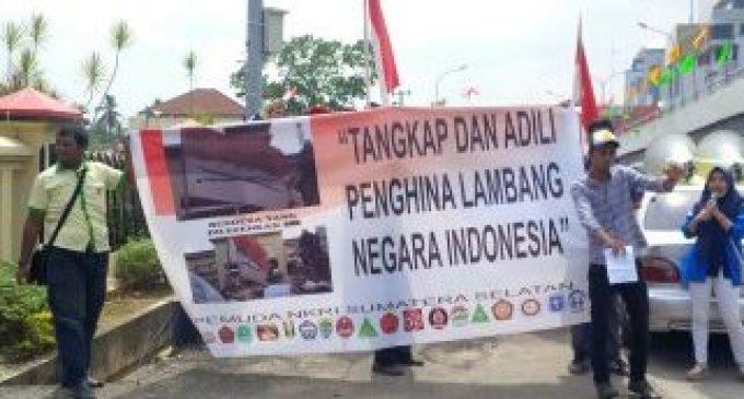 Tuntut Pembawa Bendera Coret Diproses Hukum
