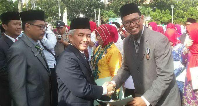 19 Guru MAN 1 Palembang Terima Penghargaan Satya Lencana