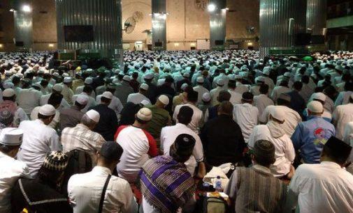 Ribuan Massa Aksi 112 Sholat Tahajud di Masjid Istiqlal