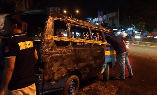 Angkot Tangga Takat Terbakar di Depan SPBU A. Yani