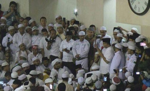Unggul Hitung Cepat, Anis Bersama Pendukung Sujud Syukur di Masjid Istiqlal