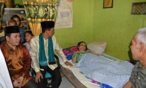 Bantuan Warganya Sakit, Wako Terus Jalankan Program Sosial