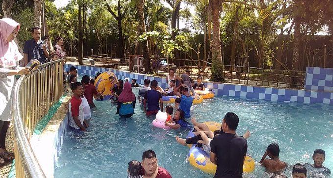 Libur Lebaran, OPI Water Fun Diserbu Pengunjung