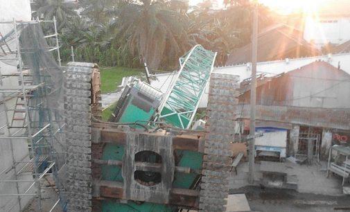 Crane LRT Roboh, Steel Girder Box Hantam Rumah Warga