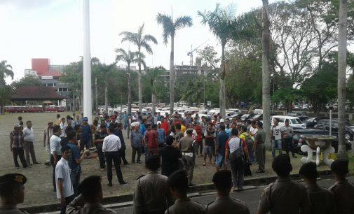 Sopir Angkot Sempat Sweeping Dan Amuk Taksi Online