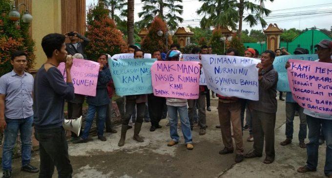 Massa Demo Dinar Property Segera Serahkan Sertifikat Rumah