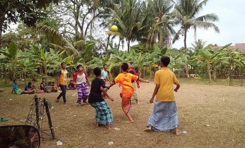 Meriah, Lomba Futsal Pakai Sarung Warga RT 17 RW 004 Lorong Asli