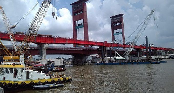 Arus Pelayaran Sungai Musi Tak Jadi Ditutup, Bentang LRT Pun Telah Tersambung