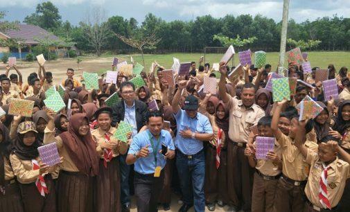 Peduli Pendidikan, PT OKI Pulp Bantu Akses Internet dan Sumbang 6 Ribu buku