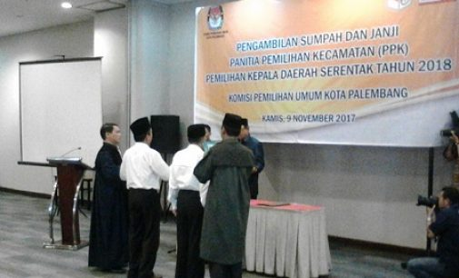 Ketua KPU Kota Palembang Lantik 90 Anggota PPK