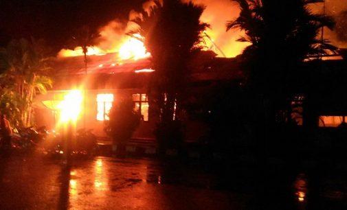 Mapolres Dharmasraya Diserang Dan Dibakar