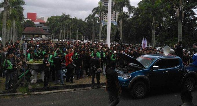 Kerap Kena Suspend, Ratusan Driver Online Unjuk Rasa