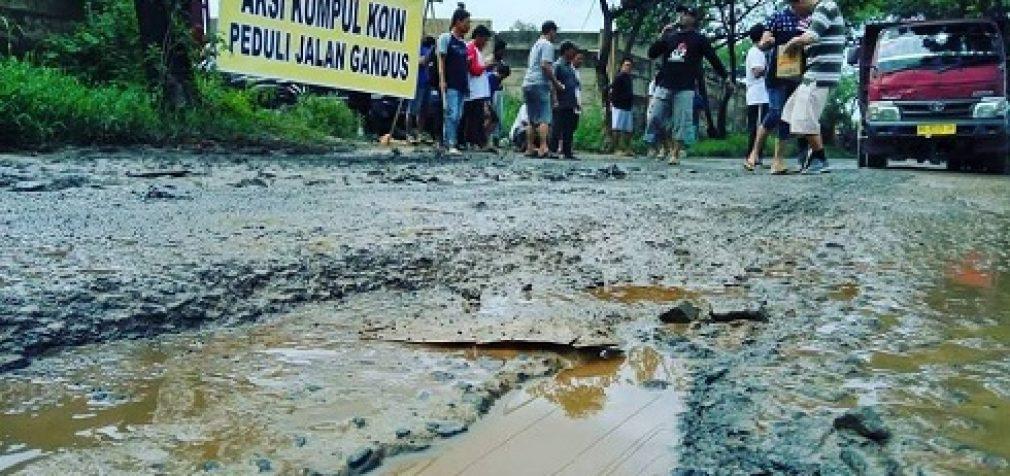 Sindir Pemerintah, Warga Kecamatan Gandus Gelar Aksi Kumpul Koin