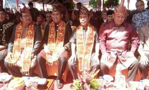 Ishak Mekki Buka Festival Danau Ranau Ke XXI