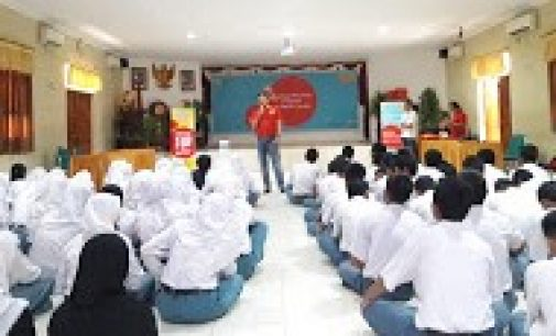 Karyawan Indosat Ooredoo Latih Literasi Digital & Bijak Bersosial Media