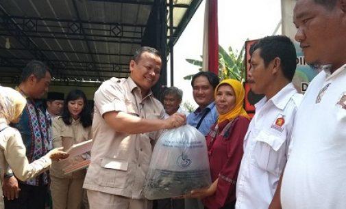 Kunker Edhy Prabowo Bagikan 20.000 Ekor Benih Ikan Patin