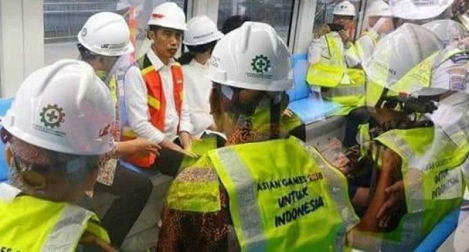 Presiden Jokowi Lakukan Uji Coba LRT Pertama di Palembang