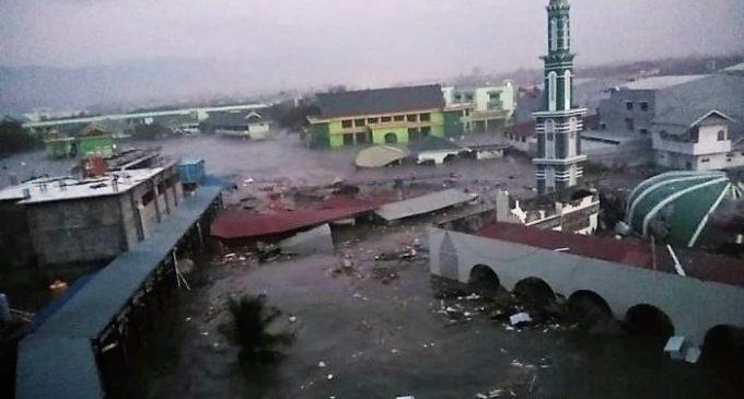 Mayat Korban Gempa Donggala Mengambang di Permukaan Laut
