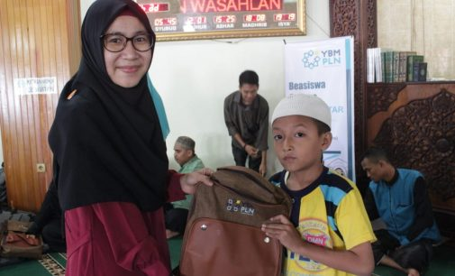 353 Pelajar Terima Bantuan Beasiswa YBM PLN UI WS2JB