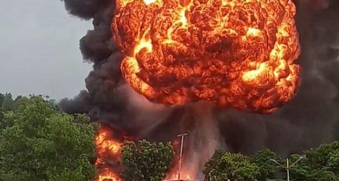 Rumah Diduga Tempat Penampungan BBM Hangus Terbakar