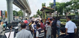 Sopir Angkot KM 5 Demo UPTD Tuntut Perpanjangan Izin Trayek