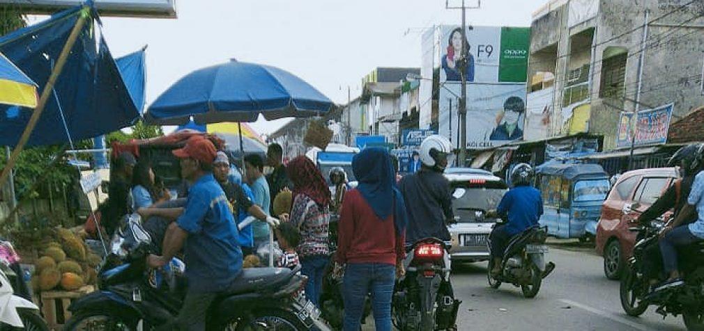 Pedagang Buah Sebabkan Kemacetan di Jalan Kapten Abdullah