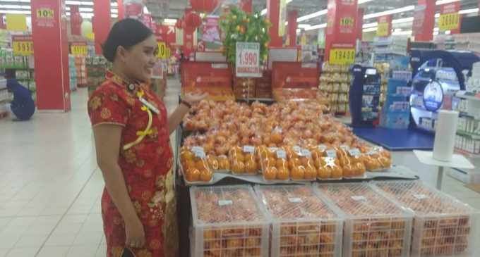Carrefour Tambah Stok Makanan Khas Imlek