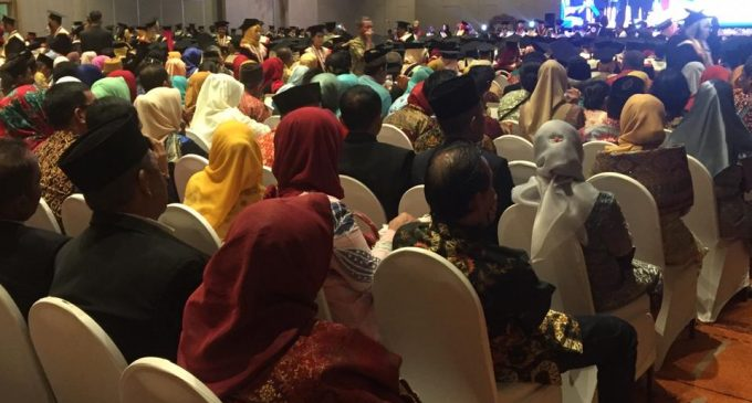 UPGRI Palembang Wisuda 813 Mahasiswa