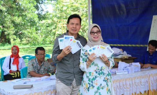 Wako Prabumulih Bersama Keluarga Nyoblos di TPS 09 Kelurahan Gunung Ibul