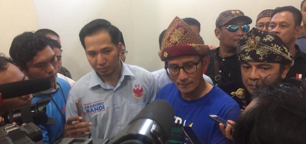 Jokowi Punya Tiga Kartu Sakti, Sandiaga Cukup E-KTP Saja