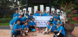 Staff Hotel 1O1 Palembang Bersih-Bersih Trotoar Jalan Sudirman