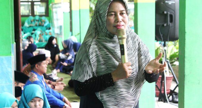 Ratusan Siswa MTs Negeri 1 Muara Enim Khusyu Dengarkan Tausyiah Guru Misliyani