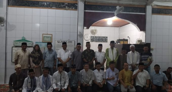 Tarawih Bersama Dengan Masyarakat Desa Tanjung Lalang Tutup Agenda Safari Ramadhan PTBA