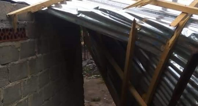 Angin Puting Beliung Sapu Puluhan Rumah Warga Karang Endah