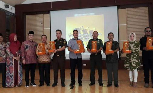 KPU Kota Prabumulih Berikan Penghargaan Kepada Stakeholders dan Ad Hoc