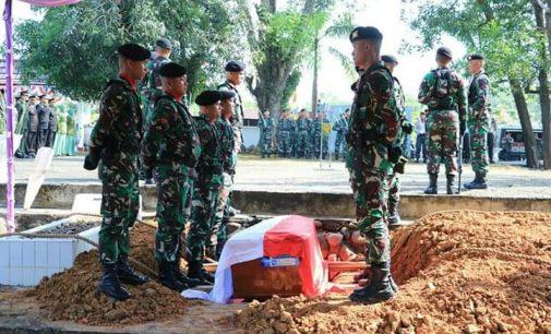Kasdam/II Sriwijaya Pimpin Upacara Pemakaman Sertu Anumerta Rikson di TMP Prabumulih