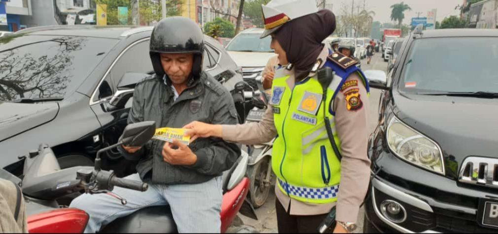Satlantas Polrestabes Palembang Bagikan 10 Ribu Brosur Tertib Lalu Lintas