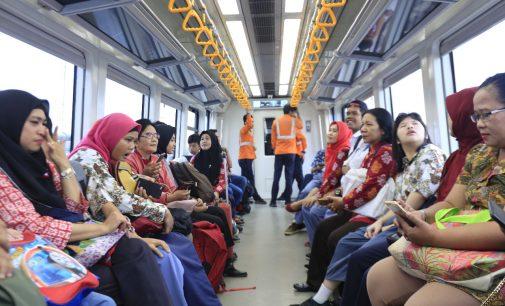 Hari Anak Sedunia dan Hari Guru, LRT Sumsel Ajak Sekolah YPAC Belajar Bertransportasi