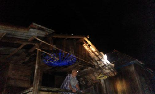 Hujan deras dan Angin Kencang Luluh Lantakan 30 Rumah Warga