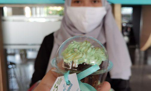 Spesial Hapelnas, Pelanggan Setia The 1O1 Palembang Dapat Cupcake Cantik