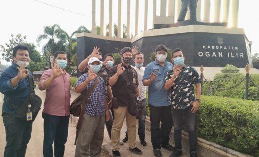 Usai Deklarasi, IWO Ogan Ilir Bagi – Bagi Masker