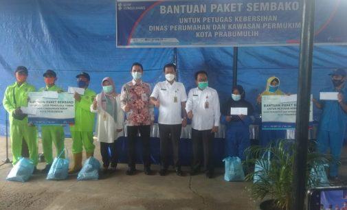 Peduli Sesama, BSB Prabumulih Beri Bantuan Sembako Petugas KLH