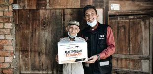 Sinergi Kebaikan di Bulan Ramadhan, Pegadaian Salurkan 100 Paket Pangan Melalui ACT Palembang