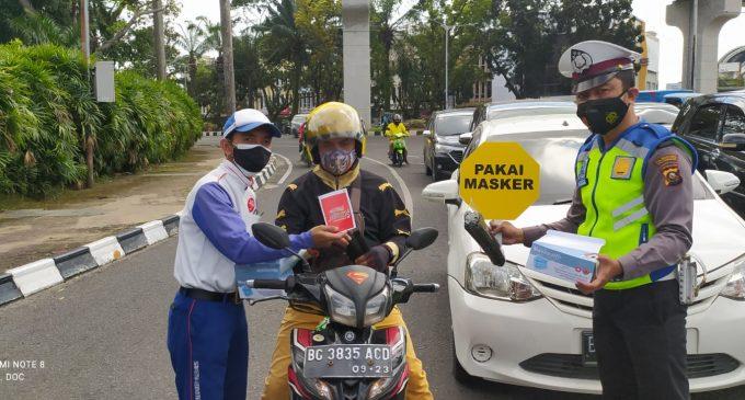 Gencarkan PPKM, Astra Motor Sumsel Bagi Masker Gratis
