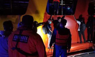Kapal Bunsa VIII Terbakar,  Basarnas Evakuasi 86 Penumpang